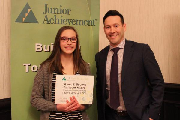 Kenny Kyle presents Above & Beyond award at JA Futures Banquet